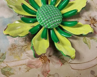 1960s Green Enamel Flower Brooch