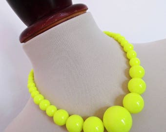 SALE :)) MOD NEON . Chunky 80s Rockabilly Round Sphere Ball Bubble Bobble Beads Vintage Necklace Pinup Yellow
