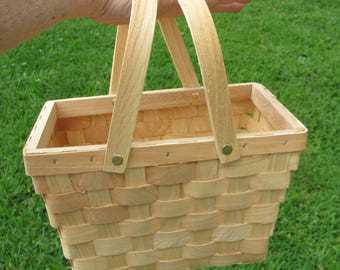 1 Summer Wedding Welcome Basket, Picnic Basket, Picnic Wedding Baskets, Picnic Centerpiece Baskets, Summer Party Baskets
