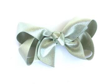 Light gold hair bow - 3 inch hair bows, hair bows, girls bows, baby bows, girls hair bows, toddler bows, boutique bows, gold bows, hair bow