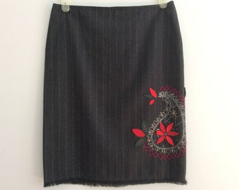 Vintage 90s Sportmax Max Mara Gray Pinstripe Wool Pencil Skirt Paisley Applique Size US 10