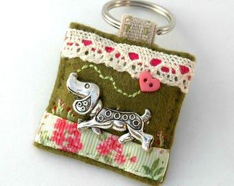 dachshund dog keyring, dachshund lover gift, sausage dog keyring, felt doxie gift, dachshund accessory for girls, dachshund lovers uk, sewn