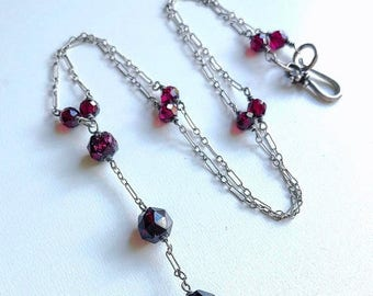BDAY BONANZA SALE Vintage Art Deco Garnet and sterling silver krinkle peanut chain Y lariat necklace