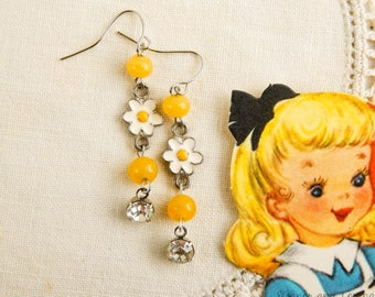 Shabby daisy earrings / upcycled earrings / flower earrings / vintage beads / daisy charms / vintage daisy / boho earrings / boho jewelry
