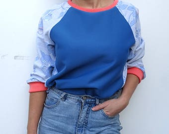 Blue and flowered printed sweater