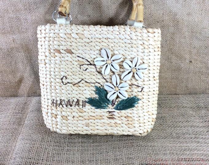 Hawaiian straw and seashell purse, Hawaii handbag, straw purse with seashell flower design, vintage Hawaiian purse, Hawaii seashell purse