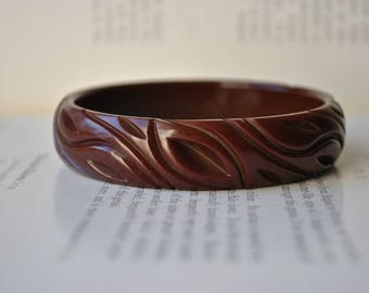 Vintage Bakelite Bangle - 1930s Art Deco Carved Brown Bakelite Bracelet