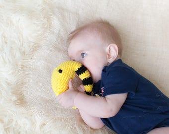 Baby Rattle - Bumble bee rattle - Organic teething toy - Crochet rattle - Baby rattle toy - Baby Shower gift - Baby teething toy