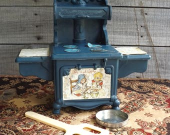 Vintage Holly Hobby Old Fashioned Oven Stove Bake Electric Blue Plastic 1970's w/ Spatula & Baking Pan WORKING
