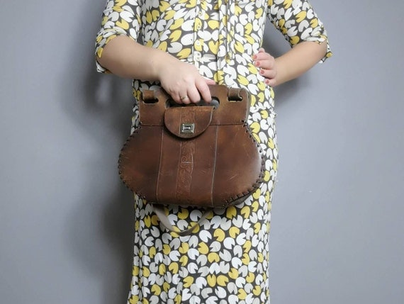 Vintage tooled leather bag / 70s boho thick leather satchel / 1970s hippie brown leather purse / vintage brown leather satchel / bohemian