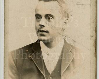 CDV Carte de Visite Photo - Young Victorian Man Portrait - Lindsey of Darwen England