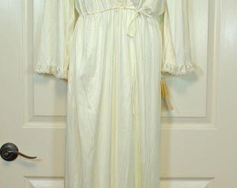 Creamy White JCPenney Pegnoir NWT Unworn Nightie and Robe Set