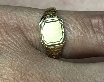VINTAGE PRETTY 14K Yellow Gold Engravable Signet Ring Size 5.75