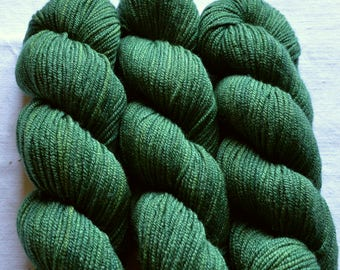 MERINO and silk sport weight dyed by hand with natural colors, 50g-140 m, Forest Green
