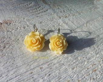 """Earrings """"Roses"""" * vanilla color resin flower"""
