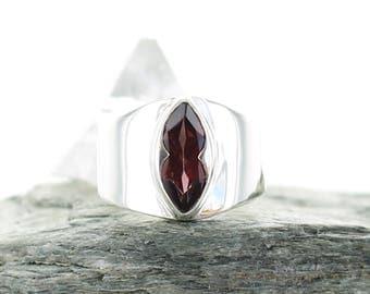 Garnet silver ring. Size 6. Natural stone. Gemstone ring. Almandin Garnet cabochon ring. Red stone ring.Ring size L 1/2 UK. apsarasv ring