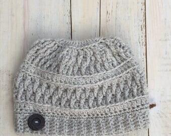 Crochet, Crochet pattern, Crochet messy bun hat pattern, crochet messy bun hat, messy bun hat pattern, crochet bun hat, bun hat crochet