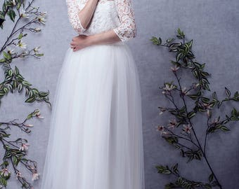SAMANTHA // Tea lenght wedding dress made to measure, lace top with sleeves. Bridal dress tulle skirt