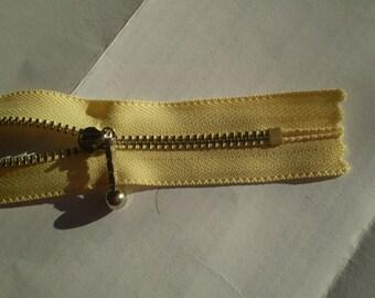 Light yellow m3 indivisible vintage zipper metal teeth size 3 (435 YKK) zipper молния cerniera cipzár fermuar fermeture éclair רוכסן
