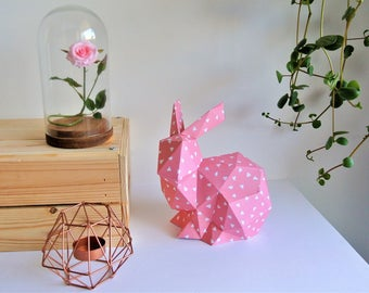 "Rabbit crouched Origami rose patterns ""triangles"" white"