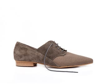 Derby Leather Shoes / Taupe Grey Tie Shoes / Lacing Shoes / Unisex Flat Shoes / Oxford Shoes / Womens Shoes / Textured Groom Shoes - Coco