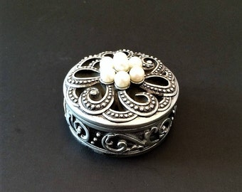 Silver Tone Trinket Box, Filigree Trinket Box, Vintage Jewelry Box, Pearl Collectible, Small Jewelry Box, Engagement Ring Holder, Wedding