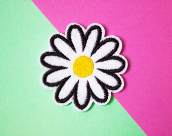 Daisy Embroidered Patch // Small Patch // Amazing Quality // Iron On Patch // Cute Flower Patch // Vegan Patch