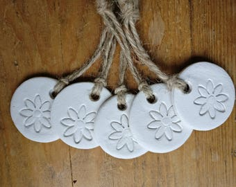 Set of 5 clay tags with flower design.Gift tags/Party favours/Keepsake/Gift decorations/Bridesmaid gift.