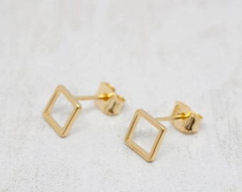 Small earrings yellow gold square matt