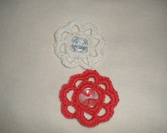 Two flowers crocheted buttons