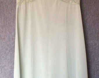 Vintage mint green negligée nightie in nylon with lace