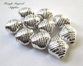 Silver Beads High Quality Vintage Lucite, 14mm Textured Puffed Diamond Classical Pattern, Rare Collectible, Jewelry Maker Gift 10 Pieces 794