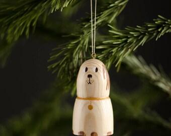 Yolushki: wooden dog