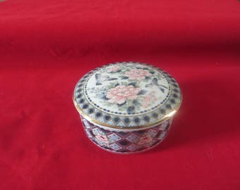 Vintage Japanese Eiwa Kinsei Hand Painted Gilded Porcelain Lidded Trinket Pot
