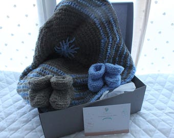 Very soft wool newborn gift set.