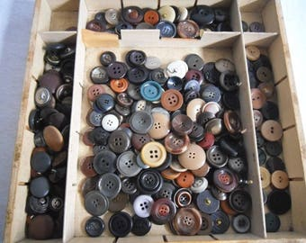 Approximately 2250 g old buttons-button collection-and 350 g old buckles-Knopfammlung-and 350 g old buckles