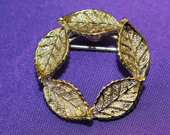 Vintage Brooch Pin Signed Gerry's Tiny and Simple Circlet of Trailing Gold Tone Leaves Highly Detailed and Textured Lovely Miniature Piece