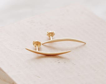 E1104 14KPG Long Crescent Curve Matte Gold Earrings