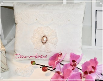 Gorgeous little cushion perfume ecru damask and lace on tulle