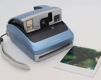 Polaroid One600 Instant Camera Gift Pack with brand-new pack of Impossible Project Film - Tested & working - Perfect for weddings / parties