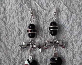 Earring black heart (heart black)