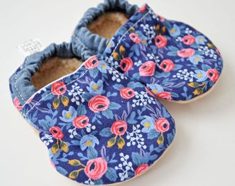 Baby booties - Fabric Baby Shoes - Baby Moccs - Soft Sole Shoes for Baby - Toddler Shoes - Newborn Baby Booties - Crib Shoe - Floral moccs