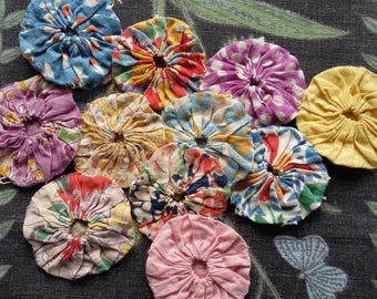 Vintage 1930s~40s Feed sack  Fabric Suffolk Puffs x 12 ~ Yo-Yos Inspiration~Reference ~craft or other small projects~