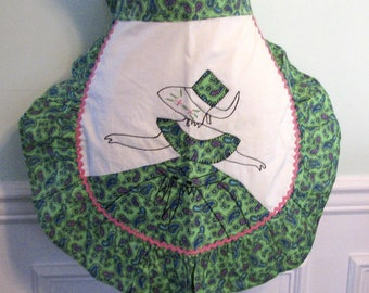 1940s Apron Green Applique Lady Rick Rack Paisleys 1940s