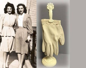 Pretty Vintage 1950s Ivory Nylon Wrist Length Dress Gloves with Cut Out Pattern