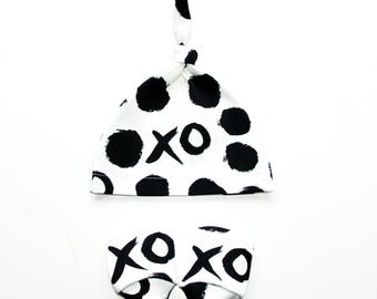 XOXO Organic Cotton Baby Mittens  and Hat Bundle,   organic baby hat,   organic baby mittens