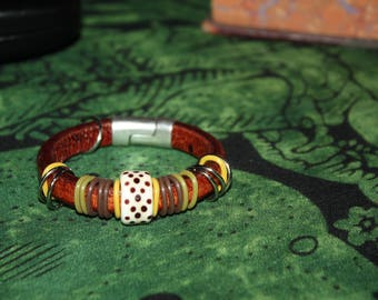 Regaliz Leather Bracelet w/Contrasting Bands, Handmade Bead and Silver Magnetic Connector