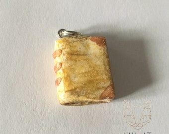 "pendant ""old book"""