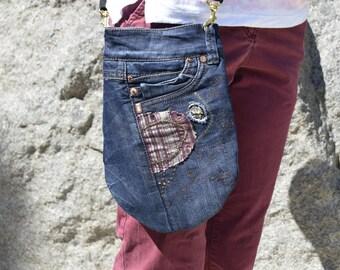 Small crossbody bag , Recycled blue jean messenger bag , Travel purse Side bag Denim sling purse Upcycled shoulder purse Cross body bag