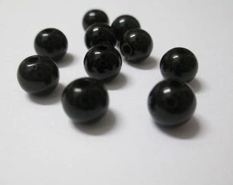 10 black 8mm acrylic beads